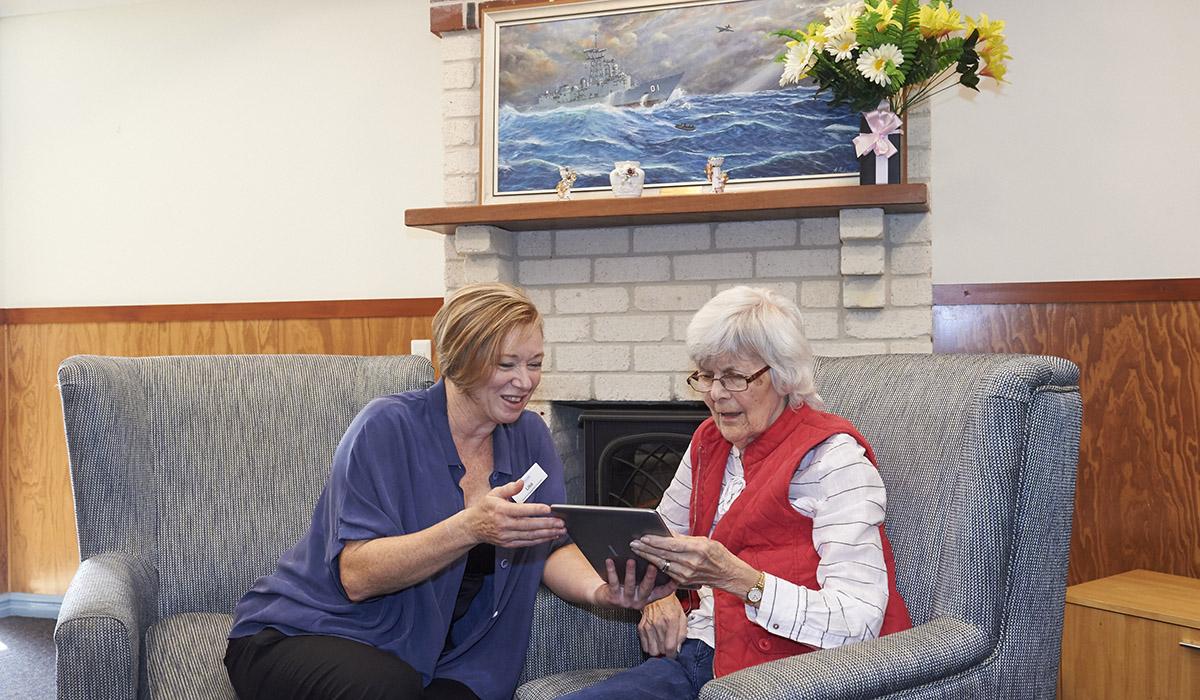 Baptistcare Bethel resident looks at photos from Albany Historical Society